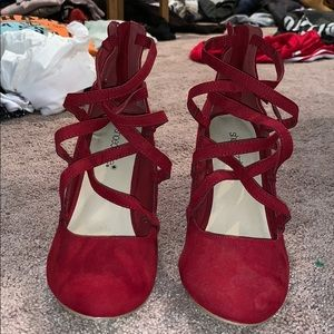 Red Shoe-dazzle Closed toed strappy heels